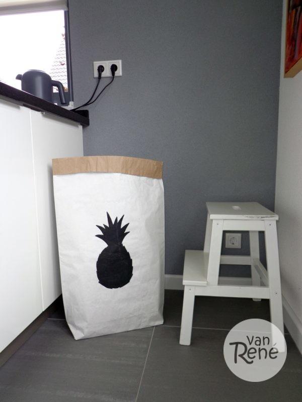 Van René Ananas Large Zwart Paper Bag