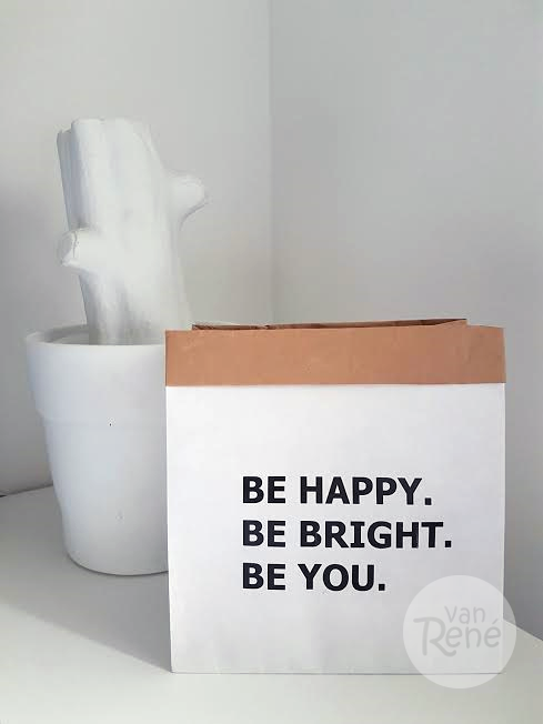 Van René Be Happy Be Bright Be You Small Zwart Paper Bag